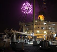 Queen Mary Fireworks 4 by kuumbalion