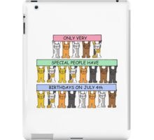 Cartoon cats celebrating July 4th Birthday. iPad Case/Skin