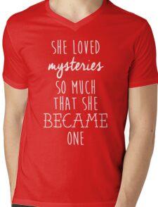 Paper Towns t-shirt – She Loved Mysteries, Margo, John Green Mens V-Neck T-Shirt