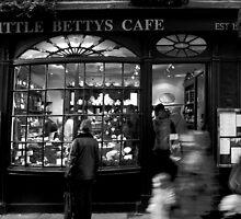 Little Betty's - Stonegate - York by Dimbledar