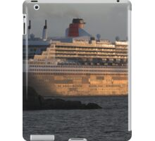 RMS Queen Mary 2 at Sunset iPad Case/Skin