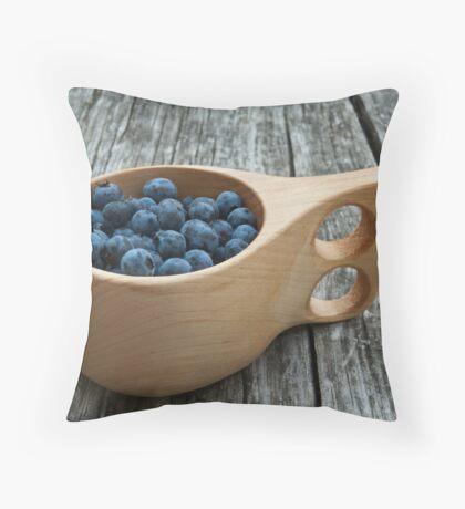 wild blueberries Throw Pillow