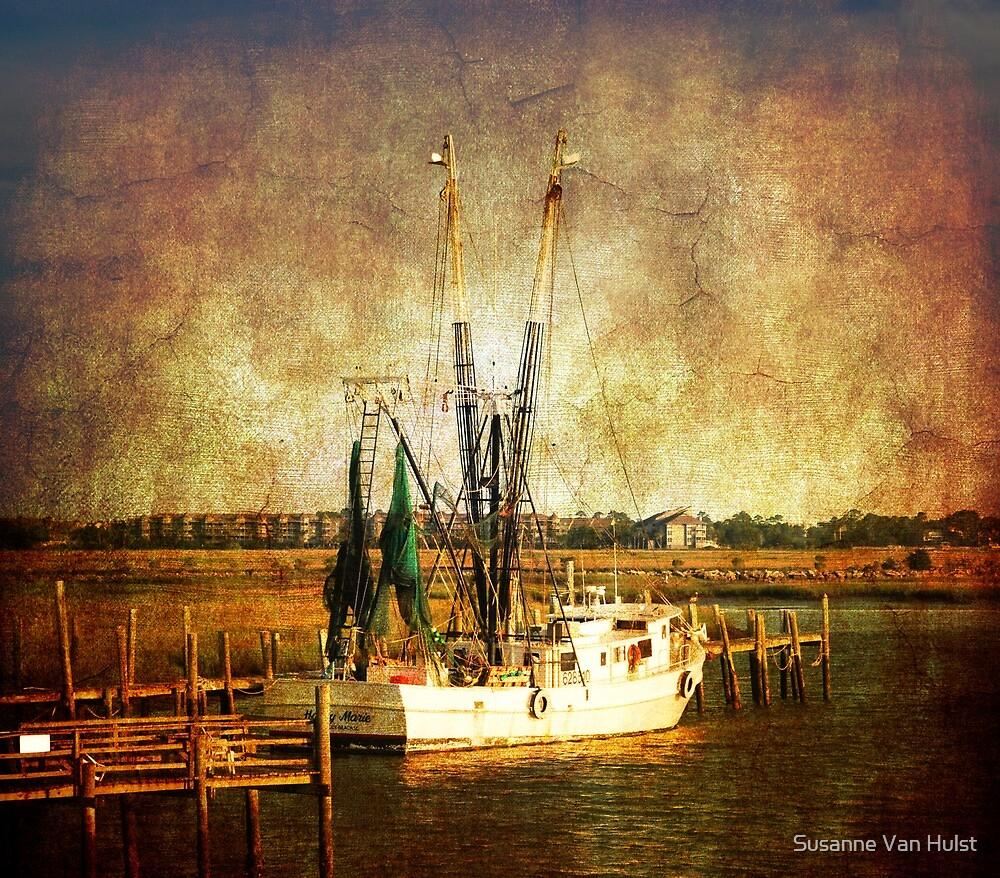 Old shrimp boat in Charleston by Susanne Van Hulst