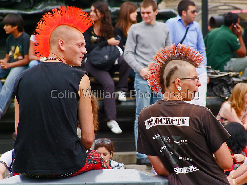 Eyes Right !! - Picadilly Circus - London by Colin  Williams Photography