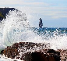 Crashing Waves by Paul Bettison