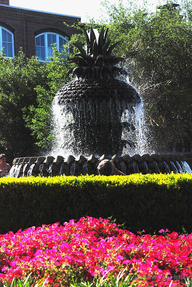 Pineapple Fountain in Charlestons Waterfront Park by Susanne Van Hulst