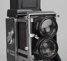 Mamiya C-33 Professional by lightmonger