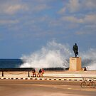 Waves on la Malecon by elbladeo