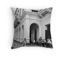 Cuban street life Throw Pillow