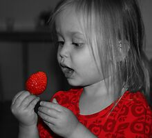 Strawberry  by tanmari