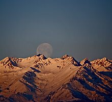 Moon setting behind the Alps by Stefano  De Rosa