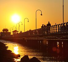 Distant Sun - St Kilda pier by phonon