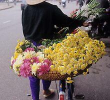 Selling flowers in Hanoi (3) , Vietnam by yoshiaki nagashima