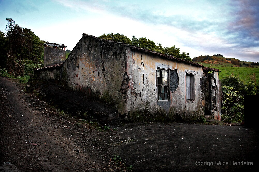 No one lives there anymore by Rodrigo Sá da Bandeira
