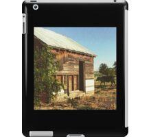Distressed Red Barn Located in Washington State iPad Case/Skin
