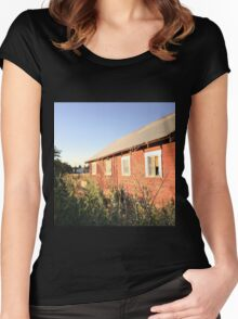 Abandoned old red barn with rusty tin roof Women's Fitted Scoop T-Shirt