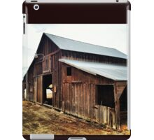 Distressed Red Wooden Barn with Tin Roof iPad Case/Skin