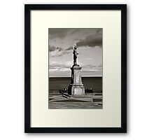 Captain Cook Statue black and white (whitby) Framed Print