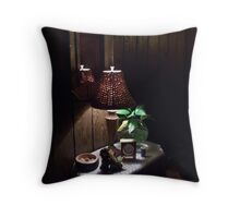 Dell's Decor Throw Pillow
