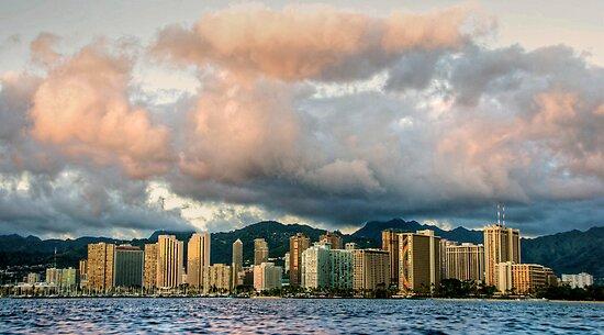 Honolulu Skyline by Cheryl  Lunde