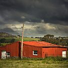 Red shed by Hans Kawitzki