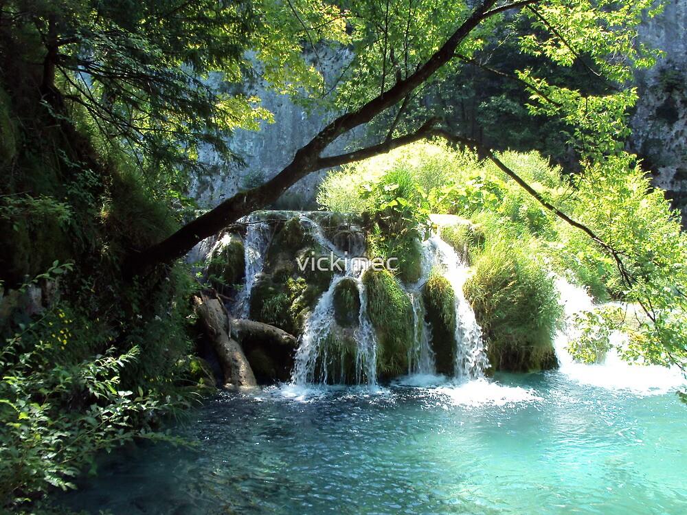 Plitvice Lakes by vickimec