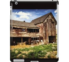 Weathered Barn in Washington State Wine Country  iPad Case/Skin