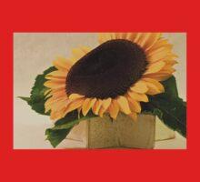 Short Petaled Sunflower In Star Box Kids Tee