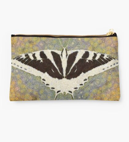 BUTTERFLY CHANGES WEATHER Studio Pouch