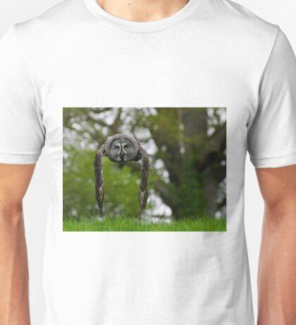 Great Grey Owl (Strix nebulosa) in flight Unisex T-Shirt