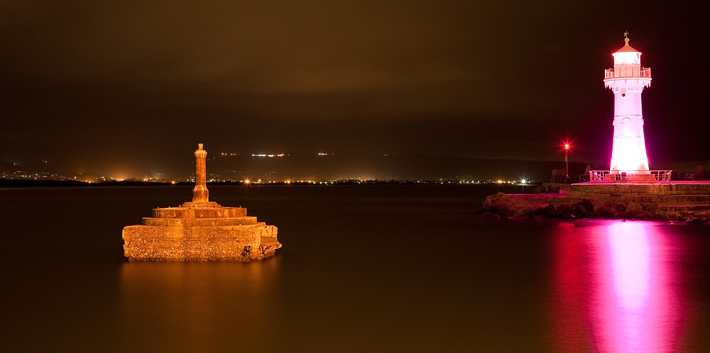 Wollongong Harbour and Lighthouse - Pink Ribbon Day by Ashpix