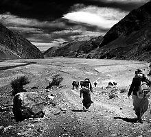 Porters on the way to Kagbeni 1 by Bruno Amaral Pereira
