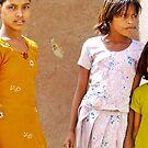 sisters, leaning by handheld-films