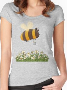 Bumble Bear with honey flies home Women's Fitted Scoop T-Shirt