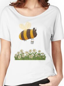Bumble Bear with honey flies home Women's Relaxed Fit T-Shirt