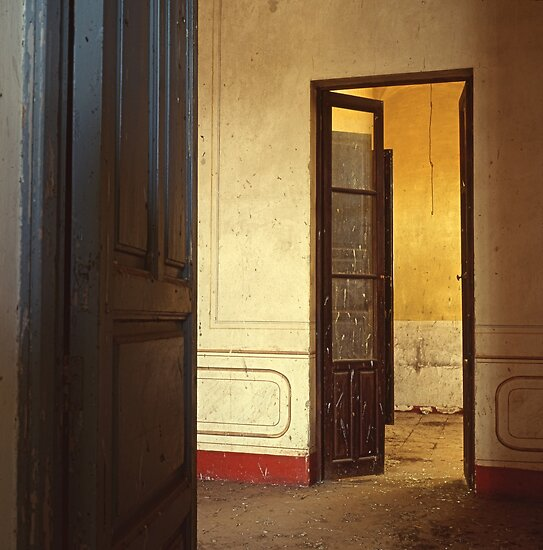 Interior of an abandoned house -Interior de una casa deshabitada- by Rafael López