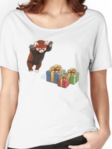 Red Panda Gets Presents Women's Relaxed Fit T-Shirt