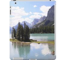 Spirit Island, Maligne Lake, Canada. iPad Case/Skin