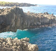 Ocean underneath rock outcropping by markrt