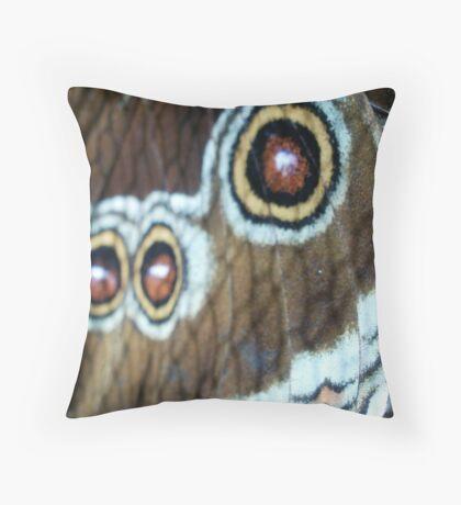 owl butterfly~macro Throw Pillow