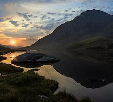 Tryfan Sunrise by Ian Mitchell