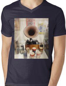 Retro Vintage Edison Cylinder Phonograph  Mens V-Neck T-Shirt