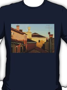 Impressions of Venice - Choose a Hotel With a Roof Terrace  T-Shirt
