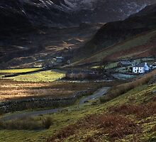 Nant Ffrancon (The little white house) by Raymond Kerr