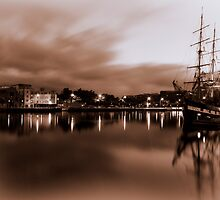 Liffey River - Dublin by Paulo Nuno