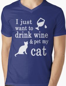 I JUST WANT TO DRINK WINE & PET MY CAT Mens V-Neck T-Shirt