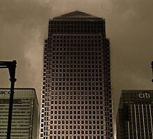 Canary Wharf Tower by Rob Hawkins