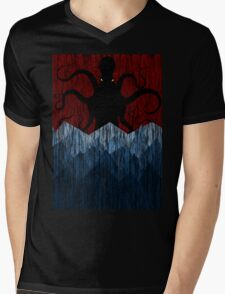 Cthulhu's sea of madness - Red Mens V-Neck T-Shirt