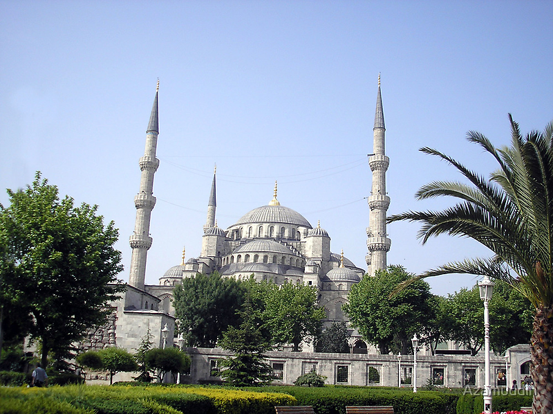 The Grand Blue Mosque by Azamuddin