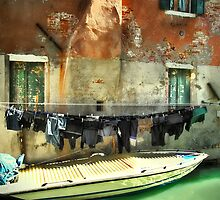 Venice laundry time by Luisa Fumi